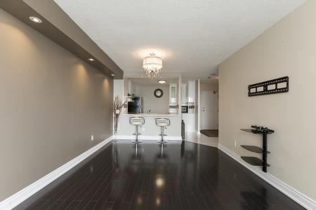 Condo Apartment at 26 Hanover Rd, Unit 1210, Brampton, Ontario. Image 16