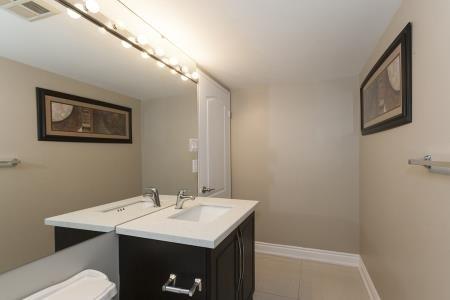 Condo Apartment at 26 Hanover Rd, Unit 1210, Brampton, Ontario. Image 4