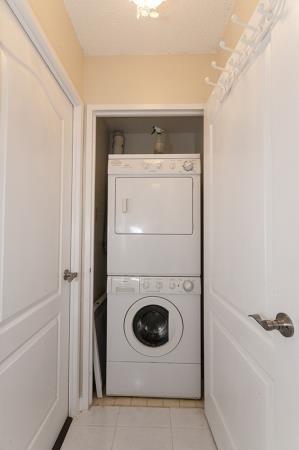 Condo Apartment at 26 Hanover Rd, Unit 1210, Brampton, Ontario. Image 6