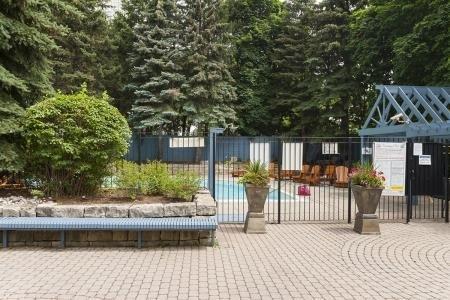 Condo Apartment at 26 Hanover Rd, Unit 1210, Brampton, Ontario. Image 7