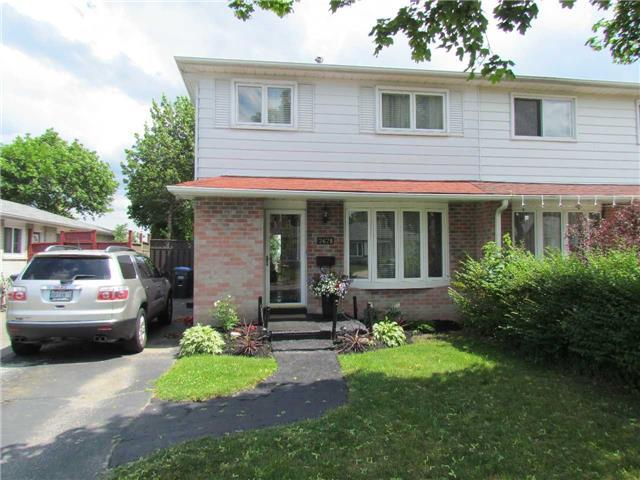 Semi-detached at 2628 Widemarr Rd, Mississauga, Ontario. Image 1