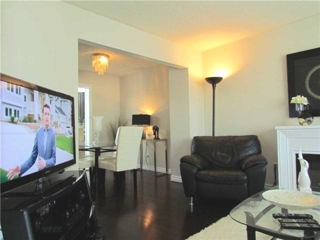 Semi-detached at 2628 Widemarr Rd, Mississauga, Ontario. Image 11