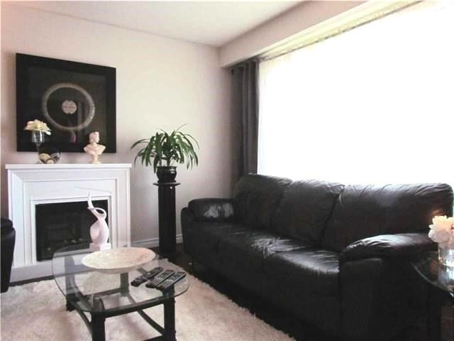 Semi-detached at 2628 Widemarr Rd, Mississauga, Ontario. Image 12