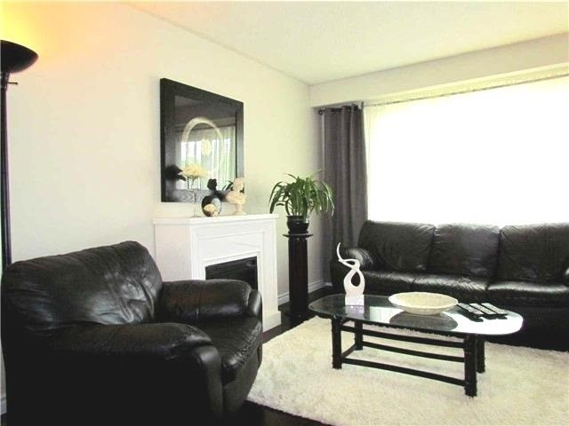 Semi-detached at 2628 Widemarr Rd, Mississauga, Ontario. Image 13