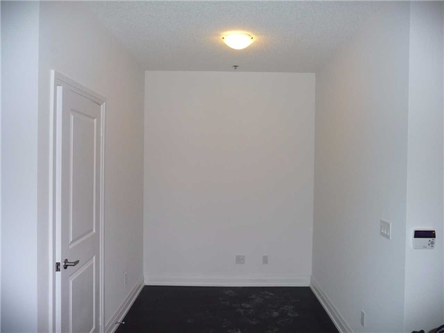 Condo Apartment at 65 Speers Rd, Unit 306, Oakville, Ontario. Image 7
