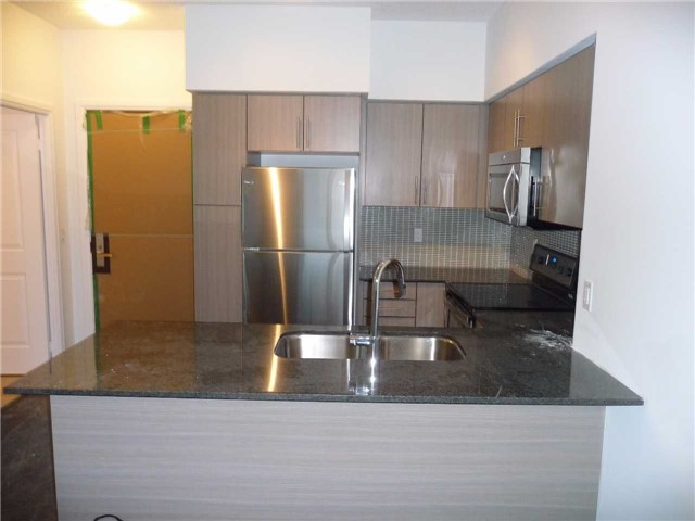 Condo Apartment at 65 Speers Rd, Unit 306, Oakville, Ontario. Image 10