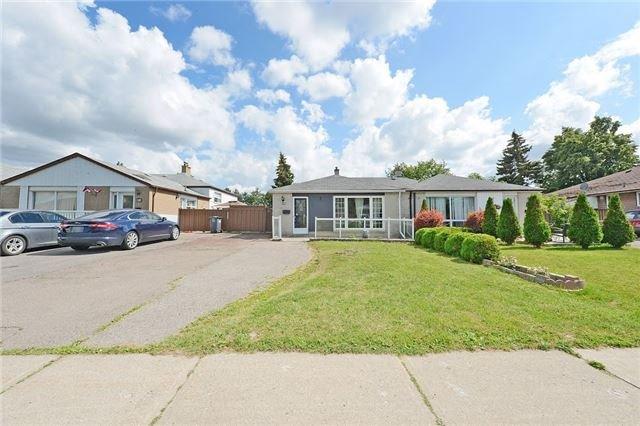 Semi-detached at 139 Avondale Blvd, Brampton, Ontario. Image 1