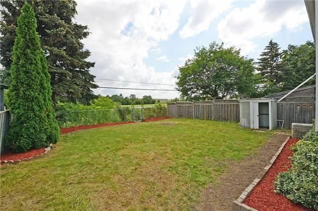 Semi-detached at 139 Avondale Blvd, Brampton, Ontario. Image 11