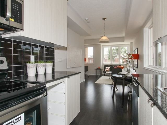 Condo Townhouse at 400 Hopewell Ave, Unit 201, Toronto, Ontario. Image 12