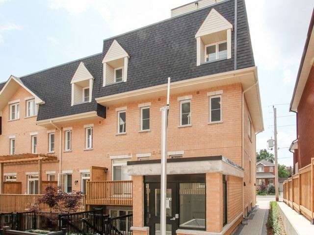 Condo Townhouse at 400 Hopewell Ave, Unit 201, Toronto, Ontario. Image 14