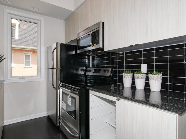 Condo Townhouse at 400 Hopewell Ave, Unit 201, Toronto, Ontario. Image 19