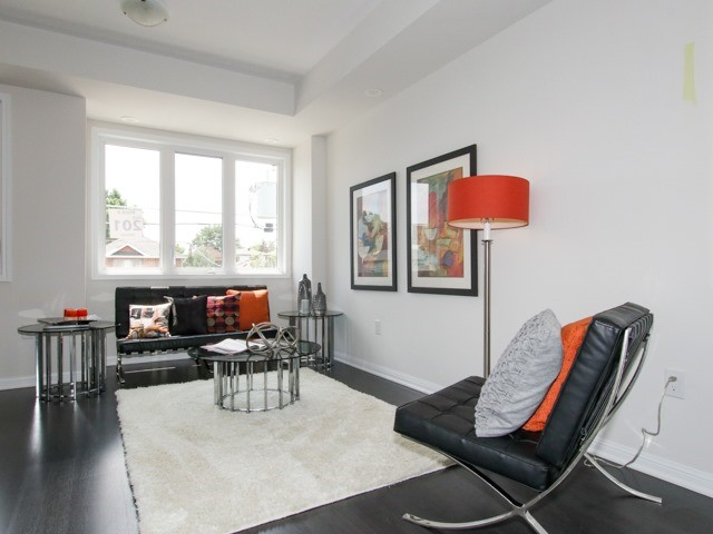 Condo Townhouse at 400 Hopewell Ave, Unit 201, Toronto, Ontario. Image 2