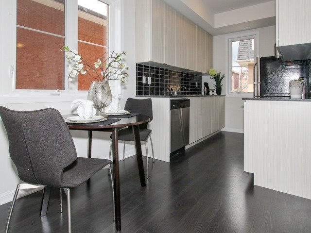 Condo Townhouse at 400 Hopewell Ave, Unit 201, Toronto, Ontario. Image 4