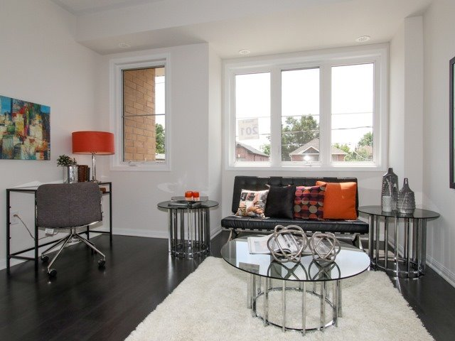 Condo Townhouse at 400 Hopewell Ave, Unit 201, Toronto, Ontario. Image 5
