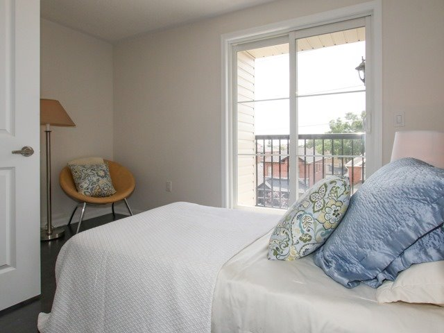 Condo Townhouse at 400 Hopewell Ave, Unit 201, Toronto, Ontario. Image 8