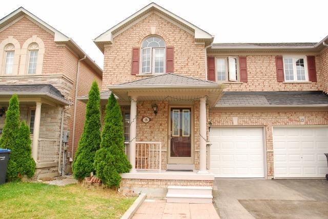 Semi-detached at 15 Canoe Glide Lane, Brampton, Ontario. Image 1