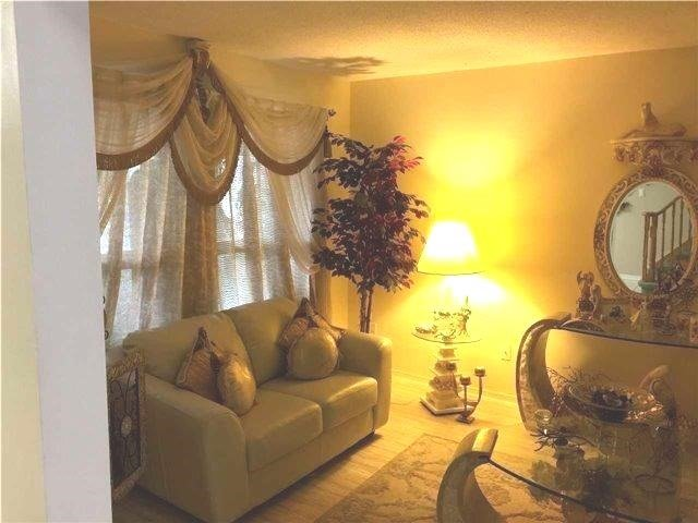 Detached at 460 Silverthorne Cres, Mississauga, Ontario. Image 5