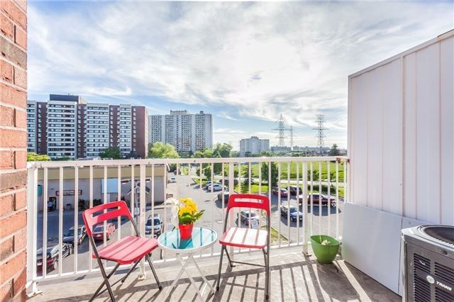 Condo Townhouse at 37 Four Winds Dr, Unit 25, Toronto, Ontario. Image 17