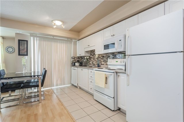 Condo Townhouse at 37 Four Winds Dr, Unit 25, Toronto, Ontario. Image 20