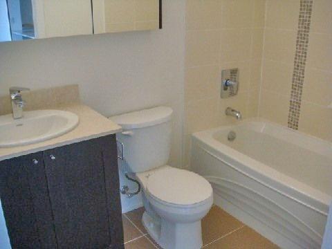 Condo Apartment at 4070 Confederation Pkwy, Unit 4001, Mississauga, Ontario. Image 14