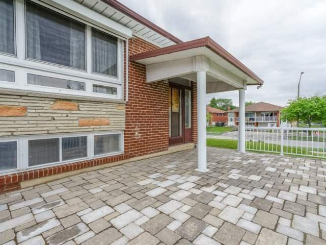 Semi-detached at 3733 Broomhill Cres, Mississauga, Ontario. Image 11