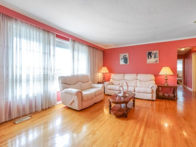Semi-detached at 3733 Broomhill Cres, Mississauga, Ontario. Image 13
