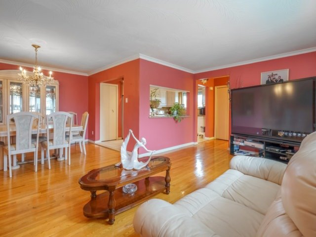 Semi-detached at 3733 Broomhill Cres, Mississauga, Ontario. Image 14