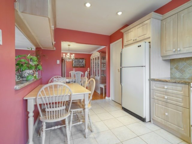 Semi-detached at 3733 Broomhill Cres, Mississauga, Ontario. Image 17