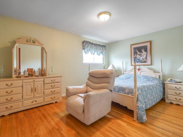 Semi-detached at 3733 Broomhill Cres, Mississauga, Ontario. Image 3