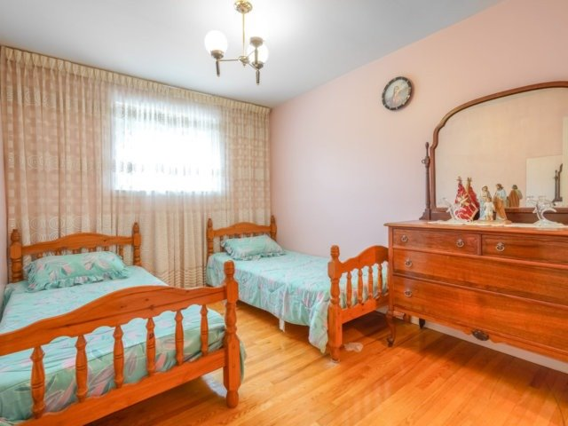 Semi-detached at 3733 Broomhill Cres, Mississauga, Ontario. Image 4
