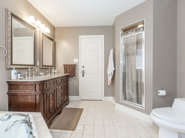 Detached at 38 Lynnvalley Cres, Brampton, Ontario. Image 3