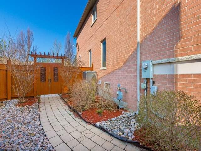 Detached at 38 Lynnvalley Cres, Brampton, Ontario. Image 9