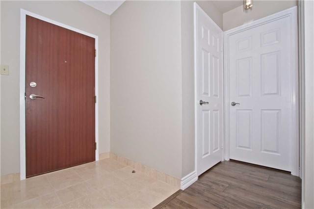 Condo Apartment at 880 Dundas St W, Unit Ph 7, Mississauga, Ontario. Image 12