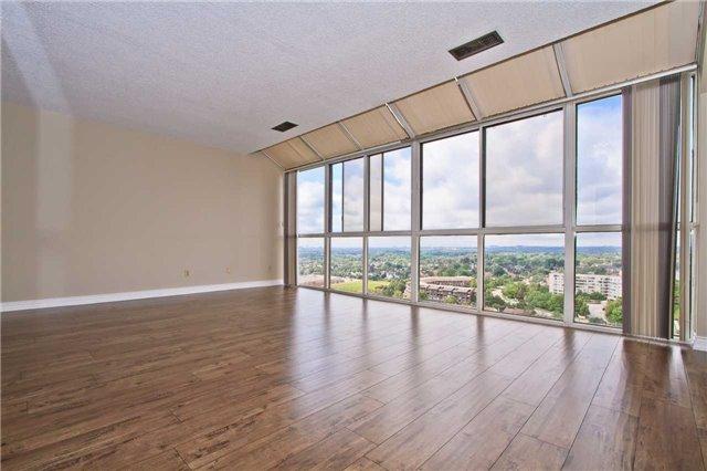 Condo Apartment at 880 Dundas St W, Unit Ph 7, Mississauga, Ontario. Image 16