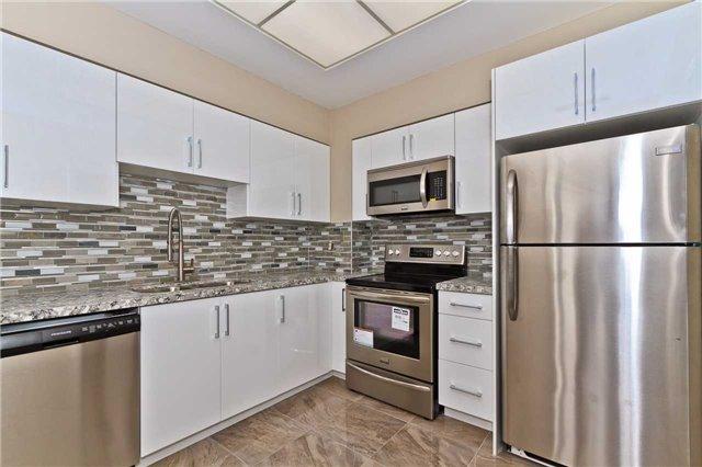 Condo Apartment at 880 Dundas St W, Unit Ph 7, Mississauga, Ontario. Image 18