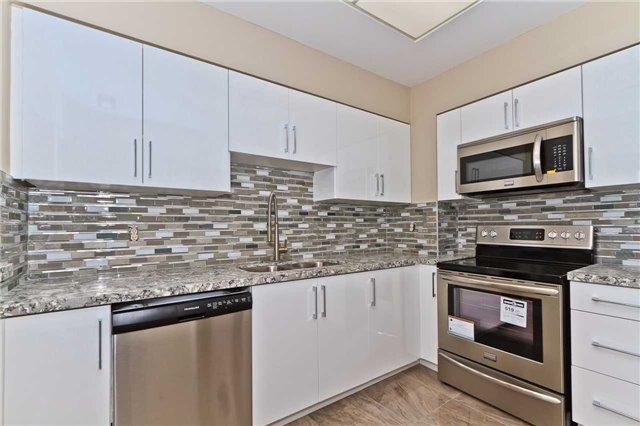 Condo Apartment at 880 Dundas St W, Unit Ph 7, Mississauga, Ontario. Image 20