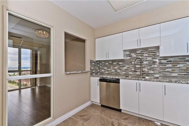 Condo Apartment at 880 Dundas St W, Unit Ph 7, Mississauga, Ontario. Image 2