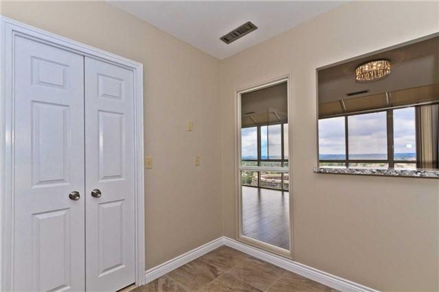 Condo Apartment at 880 Dundas St W, Unit Ph 7, Mississauga, Ontario. Image 3