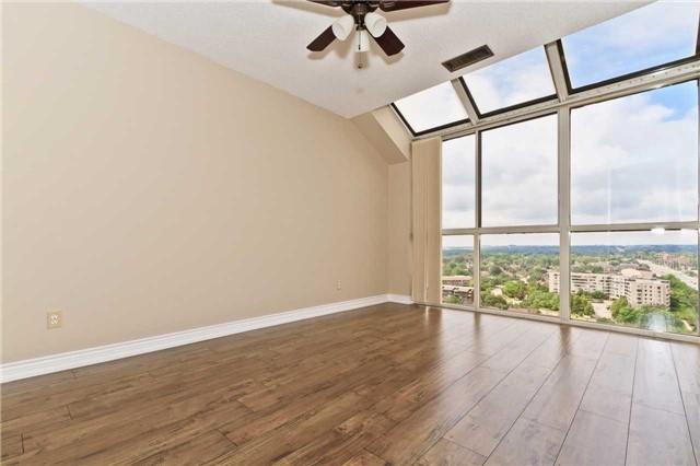Condo Apartment at 880 Dundas St W, Unit Ph 7, Mississauga, Ontario. Image 4
