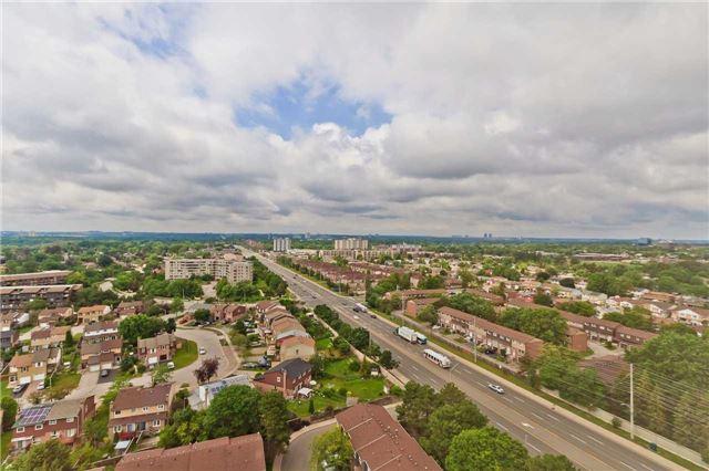 Condo Apartment at 880 Dundas St W, Unit Ph 7, Mississauga, Ontario. Image 8