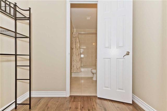 Condo Apartment at 880 Dundas St W, Unit Ph 7, Mississauga, Ontario. Image 9