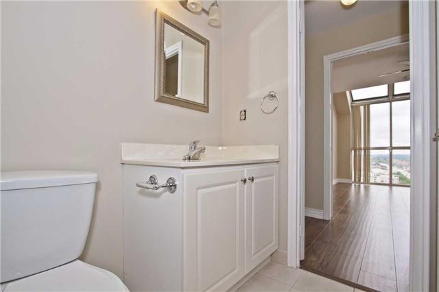 Condo Apartment at 880 Dundas St W, Unit Ph 7, Mississauga, Ontario. Image 11