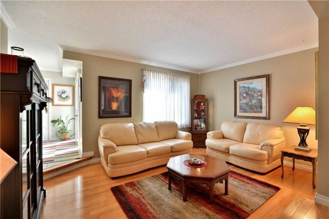 Detached at 181 Ryerson Rd, Oakville, Ontario. Image 14