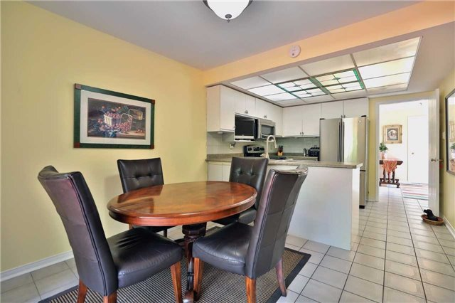 Detached at 181 Ryerson Rd, Oakville, Ontario. Image 17