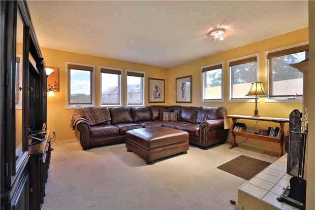 Detached at 181 Ryerson Rd, Oakville, Ontario. Image 2