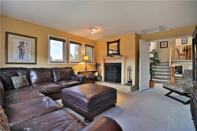 Detached at 181 Ryerson Rd, Oakville, Ontario. Image 3