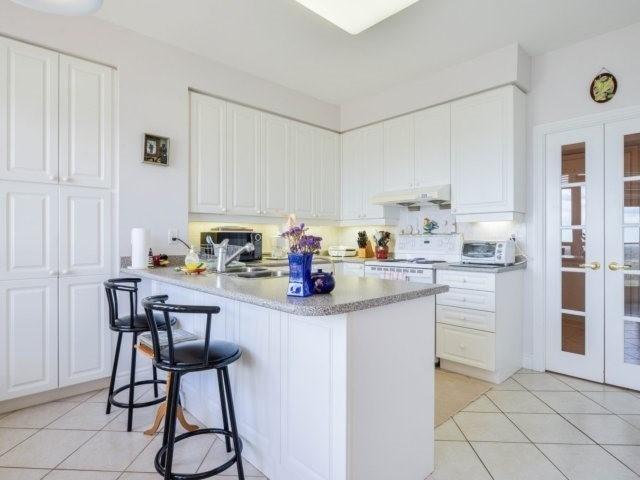 Condo Apartment at 25 Kingsbridge Garden Circ, Unit 2608, Mississauga, Ontario. Image 17