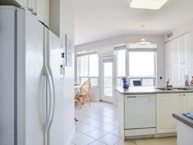 Condo Apartment at 25 Kingsbridge Garden Circ, Unit 2608, Mississauga, Ontario. Image 18