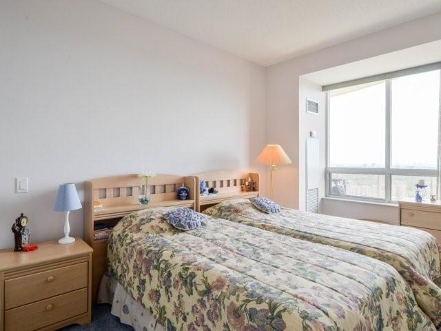 Condo Apartment at 25 Kingsbridge Garden Circ, Unit 2608, Mississauga, Ontario. Image 3