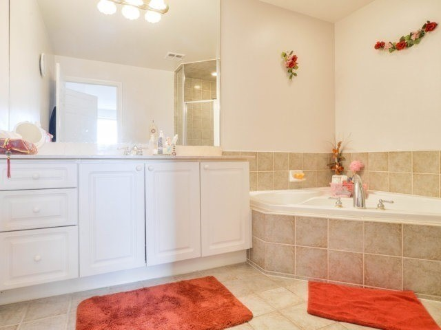 Condo Apartment at 25 Kingsbridge Garden Circ, Unit 2608, Mississauga, Ontario. Image 5